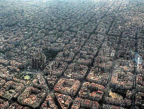 20141011135032-barcelona-con-la-sagrada-familia.jpg